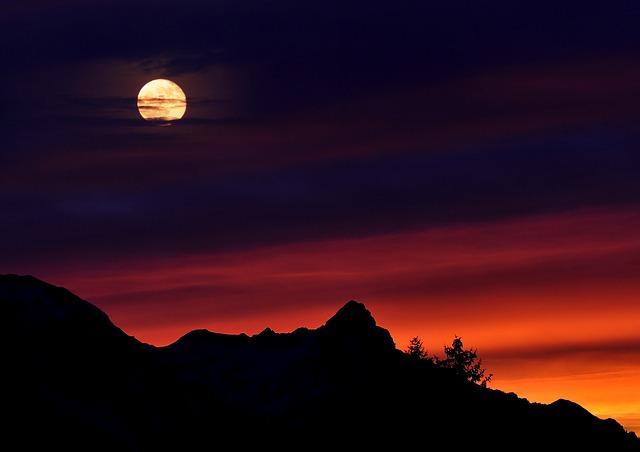 mountains-665199_640